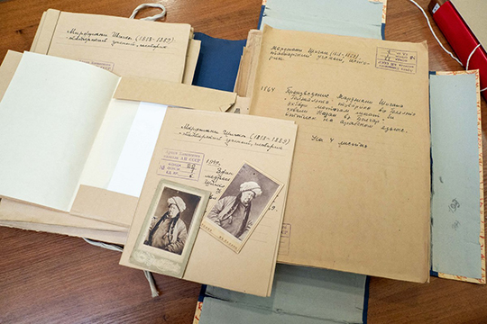Ценной частью коллекции являются редкие рукописные источники, датируемые XIII–XIX веками